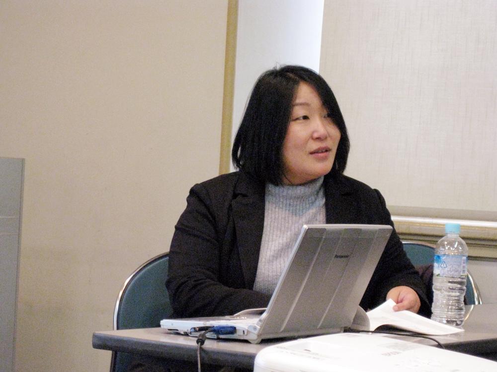 野田夕子先生(休憩中、受講生の個人的な質問にも快く応じていらっしゃいました)