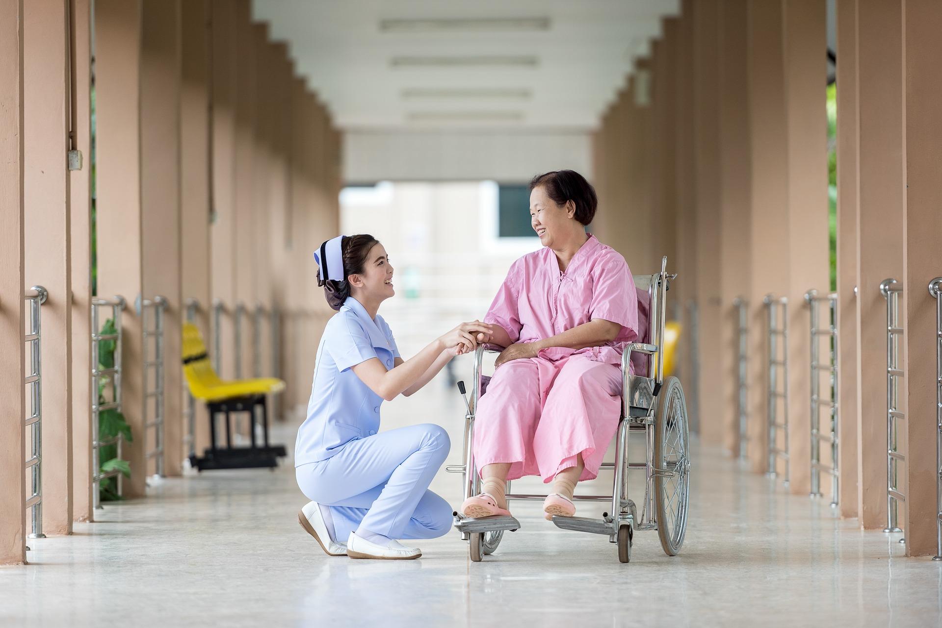 患者に寄り添い、尊厳を守るために。患者の自己決定と看護師の役割のアイキャッチ